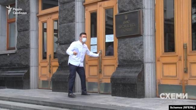 За спостереженнями «Схем», Микола Тищенко регулярно відвідує Банкову, де розташований Офіс президента