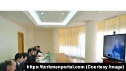 Türkmen resmileri gepleşik wagtynda.