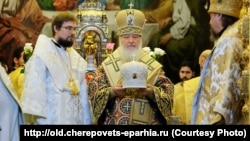 Bishop Flavian (left) attends a ceremony with Patriarch Kirill in 2014.