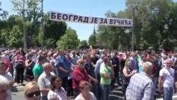 Vučićeve pristalice ispred Skupštine Srbije