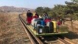 Российские дипломаты вернулись из Северной Кореи на дрезине