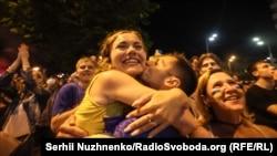 Реакція вболівальників на перемогу збірної України (фоторепортаж)