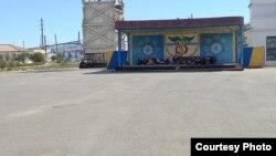 """""""Аралтұз"""" акционерлік қоғамы жұмысшылары еңбекақыны көтеруді талап етіп ереуілде тұр. Арал ауданы, Қызылорда облысы, 5 қыркүйек 2021 жыл."""