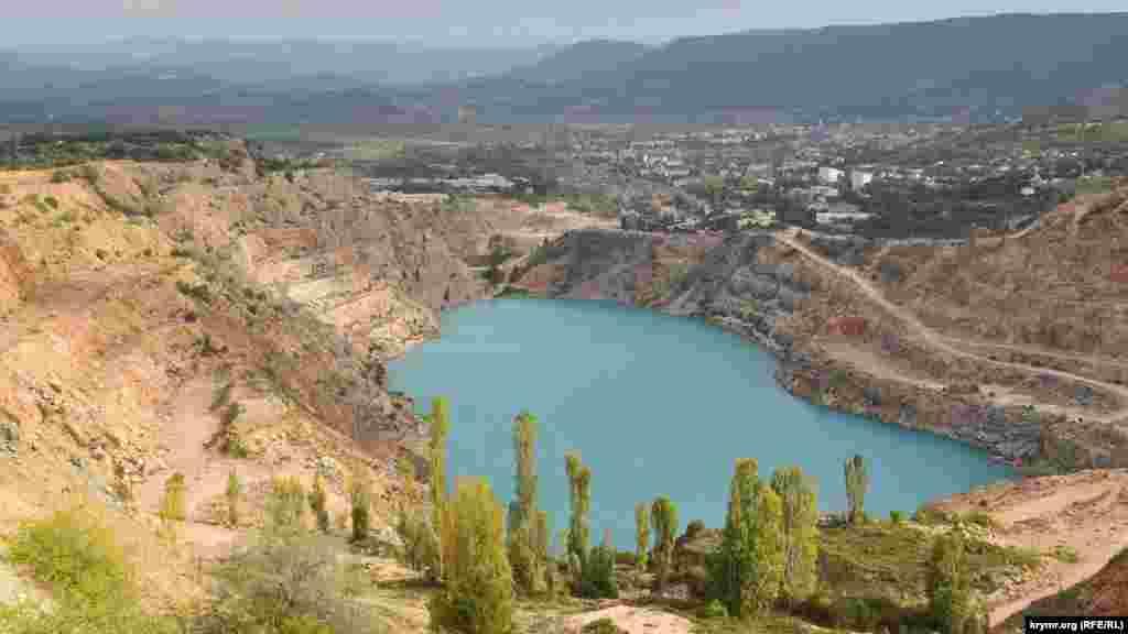 Голубе озеро в Кадиковському кар'єрі