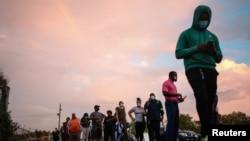 صف طویلی از رایدهندگان در لوئیزیانا
