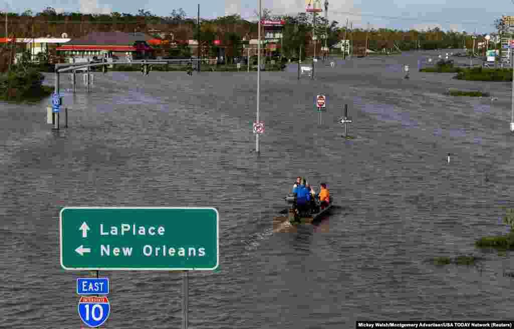 Autoput 51 ostao je poplavljen nakon uragana, LaPlace, Louisiana.