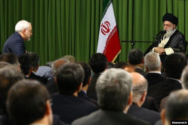ظریف گفته است که خامنهای «در جلسهای» گفت «مصوبه مجلس باید اجرا شود» و دو روز بعد «این اقدام انجام شد».