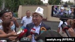 Қирғизистоннинг собиқ президенти Асқар Ақаев журналистлар билан суҳбат чоғида, Бишкек, 2021 йил 2 августи