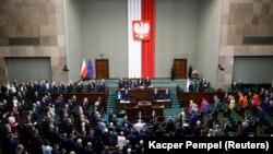 Полскиот популистички претседател Анджеј Дуда положи свечена заклетва на почетокот на неговиот втор мандат.