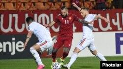 Эпизод футбольного матча Армения-Румыния в Ереване, 31 марта 2021 г.