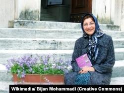 فریده مهدوی دامغانی پس از ترجمه [سانسورشده] کمدی الهی در ایتالیا برای این ترجمه جایزه گرفت