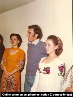 Нику Чаушеску (в центре) в окружении женщин во время вечеринки. 1976 год. Чаушеску-младший после казни родителей был приговорен к тюремному заключению. Он умер от заболевания печени в Вене в 1996 году в 45-летнем возрасте.