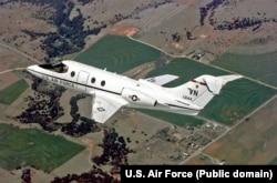 نیروی هوایی ایالات متحده آمریکا از ۱۷۸ فروند هواپیمای هاوکر 400 برای آموزش خلبانان هواپیماهای ترابری و سوخترسان خود استفاده میکند