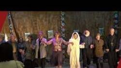 Ստեփանակերտի թատրոնը հայաստանյան բեմերում կներկայացնի «Երկնքից երեք խնձոր ընկավ» պիեսը