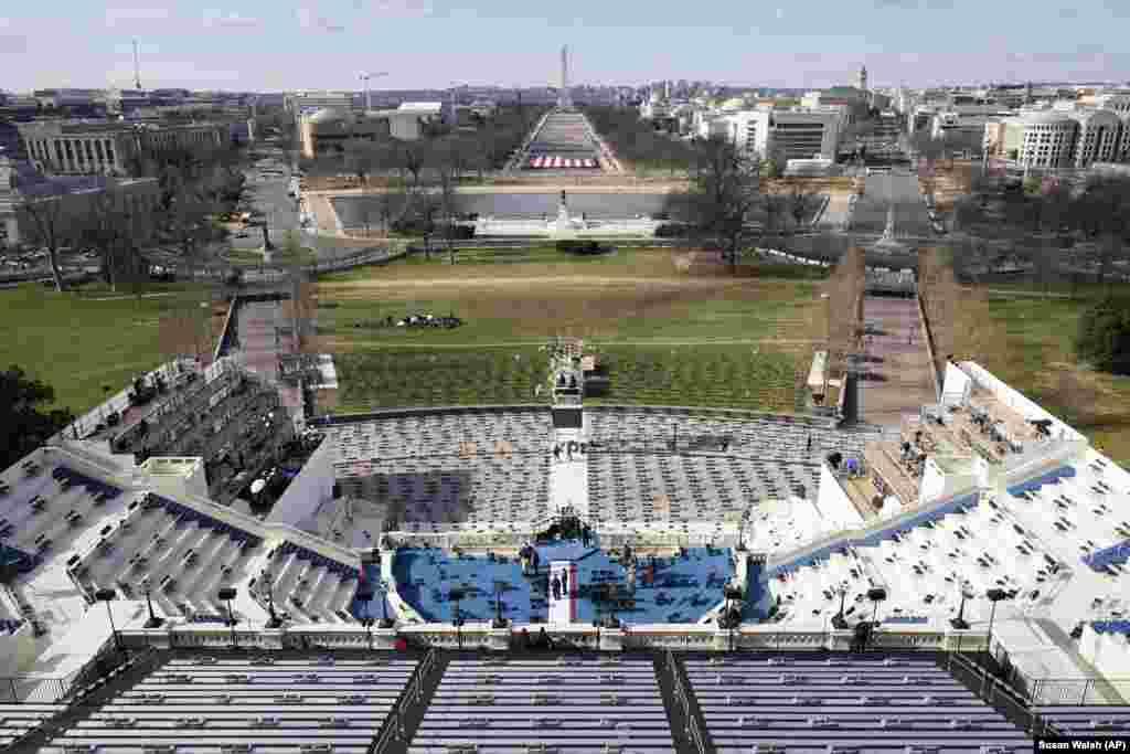 Вид на сцену на Капитолийском холме в Вашингтоне, 19 января 2021 года
