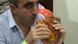 В Ростове-на-Дону прошел конкурс по поеданию пирогов на скорость