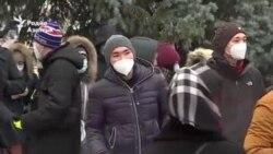 «Это тебе не жилетки менять». В Бишкеке прошел марш в защиту Конституции