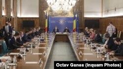 """Ședința de guvern din 14 iulie în care a fost adoptat memorandumul România Educată. Peste 10 zile, rezultatele de la titularizare arată """"îngrijorător""""."""