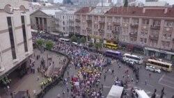 Дрег-квінс, геї, лесбійки та віряни – ексклюзив з «Маршу рівності» (відео)