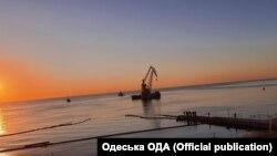 Зранку 10 вересня танкер Delfi забрали з одеського пляжу «Дельфін»