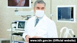 Президент Туркменистана Гурбангулы Бердымухамедов на открытии новой инфекционной больницы.