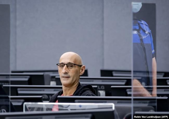 Salih Mustafa gjatë nisjes së gjykimit ndaj tij.