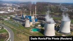 Područje Termoelektrane u Tuzli iz aprila 2021. godine. I pored kritika zbog namjere za uvećavanje kapaciteta ove elektrane, BiH je na ivici početka gradnje još jednog bloka. Povlačenje američkog izvođača, te promjena uslova kineskih investitora, investiciju dovode u pitanje.