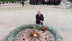 Петро Порошенко і перші особи держави поклали квіти до Меморіалу Вічної cлави