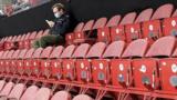 Единственный болельщик на матче Беларусь – Россия на чемпионате мира по хоккею в Латвии