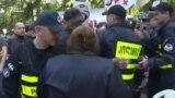 Участники «Бессмертного полка» и контракции сошлись в парке Ваке