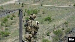 """Војници на воената вежба """"Trojan Footprint 21"""" на Криволак во Северна Македонија."""