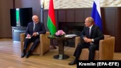 Рускиот претседател Владимир Путин на средбата со неговиот белоруски колега Александар Лукашенко во Сочи