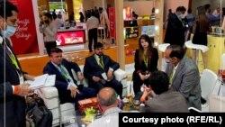 ملاقات توکل احمدیار با تاجران و مقامهای هندی در حاشیه یک نمایشگاه در هند