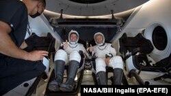 رابرت بِنکِن (سمت چپ) و داگ هارلی، فضانوردان آمریکایی