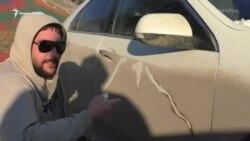 Он рисует на грязных автомобилях