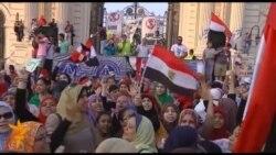 У Єгипті під кінець ультиматуму військових мітингують супротивники і прихильники президента