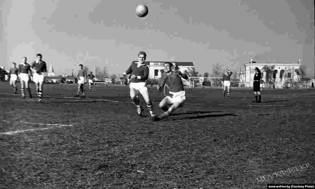 Кыргыз ССРнин футбол боюнча курама командасы Фрунзе шаарында бир канча эл аралык беттештерди өткөргөн.
