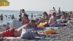 Сезон-2018: есть ли люди на пляжах Новофедоровки? (видео)