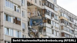 Вранці 21 червня в десятиповерховому житловому будинку в Дарницькому районі Києвастався вибух, який зруйнував кілька поверхів