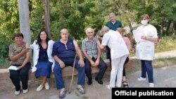 Медицински тимови започнаа теренска вакцинација во рурални средини во Македонија.