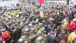 Ciocniri între protestatari și poliție la Kiev