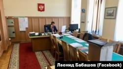 Леонид Бабашов пакует вещи перед переездом в Москву