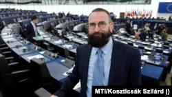 Szájer József lemondott az EP-mandátumról, és a Fideszből is kilépett
