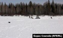 Рыбаки из Ангарска, Иркутска и Качуга на реке Киренга возле Чинонги