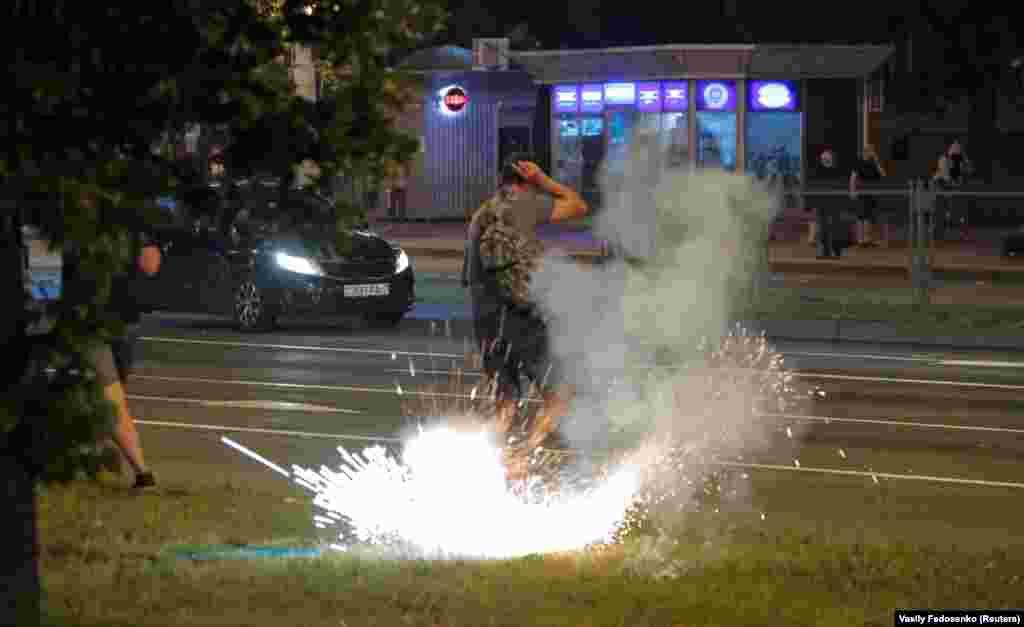 В активістів кидали світло-шумові гранати