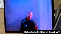 Алексей Навальный на слушаниях в суде по видеосвязи 29 апреля