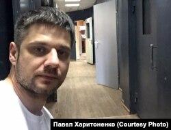 Павел Харитоненко после задержания за баннер против поправок к Конституции в полиции, январь 2020 года