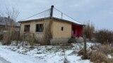 Tornyospálca szellemháza. Az évek alatt 340 főt jelentettek be ebbe a házba. Papíron a falu népességének 12 százaléka itt lakott.