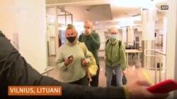Pasagjerët në avionin e devijuar nga Bjellorusia tregojnë se çfarë ndodhi