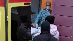 Алексей Навальный во время медицинской эвакуации в Германию